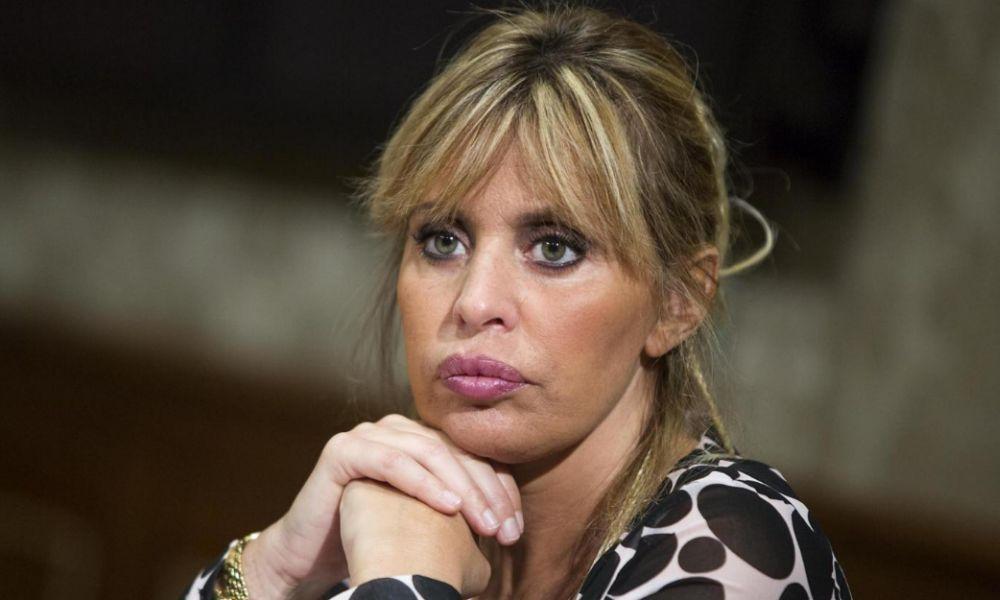 Macerata, scontro tra Alessandra Mussolini e sindaco sul fantoccio del duce bastonato