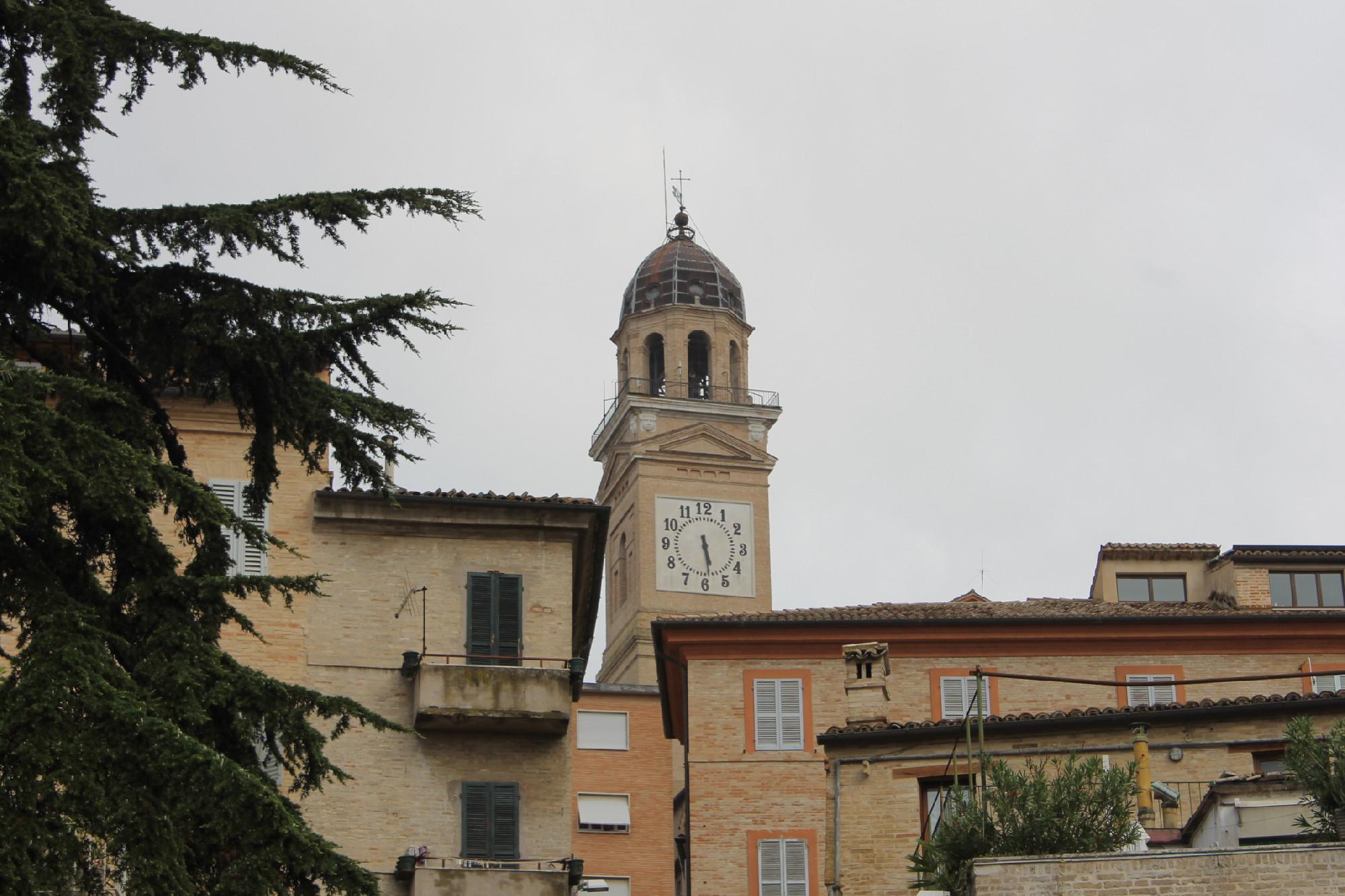 Macerata Orologio Della Torre Civica Fermo Per Il Maltempo