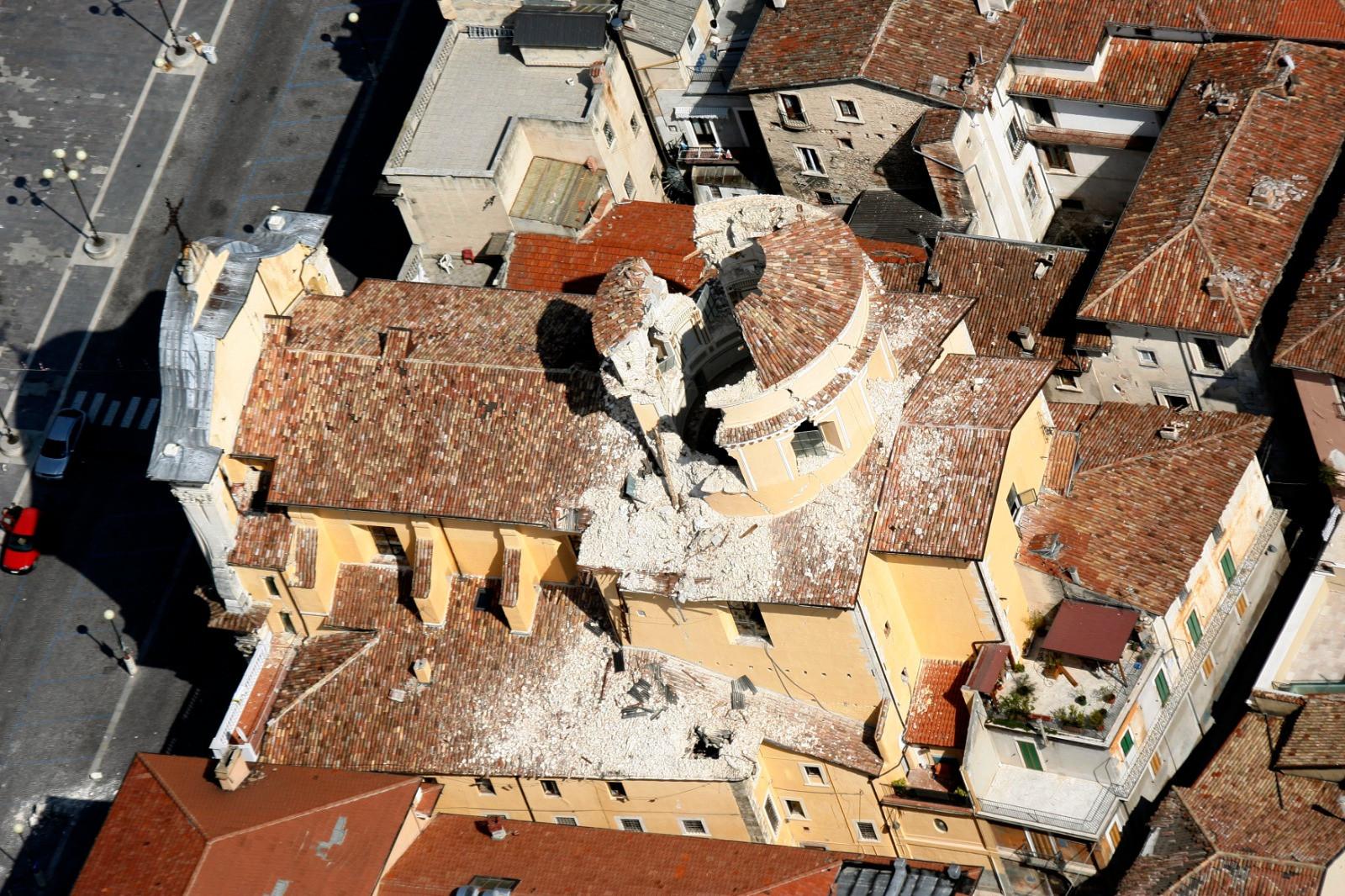 La terra torna a tremare forte scossa di terremoto a L'Aquila