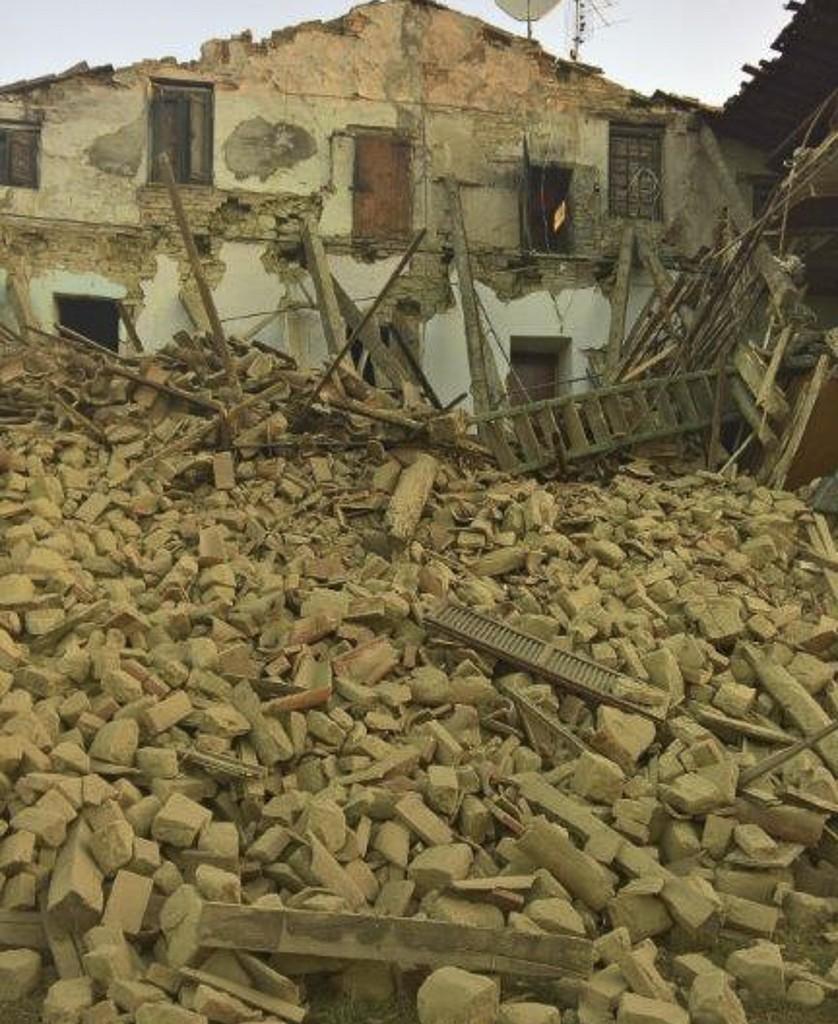 San ginesio decine di famiglie senza casa foto picchio news il giornale tra la gente per - Casa senza fondamenta terremoto ...