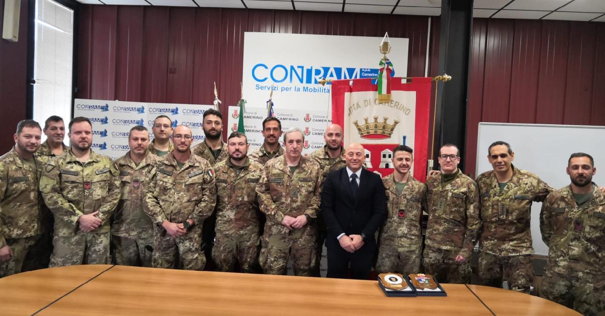 Camerino, il sindaco Sborgia omaggia l'esercito dopo le demolizioni - Picchio News