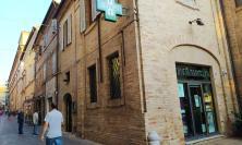 Macerata, 36enne semina il panico in farmacia: convalidato l'arresto