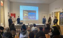 Macerata, la Polizia Locale sale in cattedra: una lezione speciale per i ragazzi del Convitto