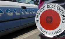 Porto Recanati, si schianta contro un'auto e scappa: caccia al pirata della strada