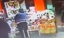 Tolentino, tifosi del Foggia saccheggiano l'autogrill dopo la partita con la Ternana - VIDEO