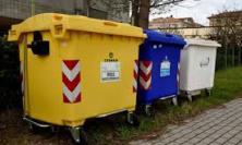 Al via il lavaggio dei cassonetti per la raccolta dei rifiuti organici a Macerata