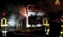 Va a fuoco un pullman sull'A1: c'erano studenti marchigiani a bordo