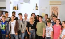 I giovani di Colmurano incontrano Alessandra Machella. E a sorpresa arriva il duetto con Denis Bonjaku