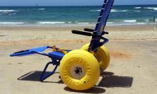 Civitanova, in spiaggia senza barriere: disponibili gratuitamente speciali sedie a rotelle