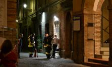 Tolentino, fumo nella gelateria in centro: intervengono i pompieri