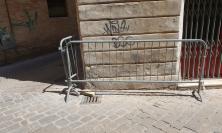 """Macerata, cade un mattone in via Mozzi. I residenti: """"Situazione di pericolo da circa un anno"""""""