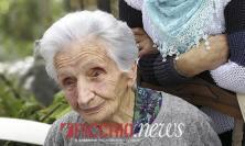 """Nonna Peppina ai politici: """"Venite a trovarmi, vi offro un caffè ma è ora di fare qualcosa"""""""