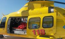 Tolentino, camion tampona auto: 22enne soccorso con l'eliambulanza
