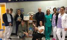 Macerata, donata una bibliotechina al reparto di pediatria