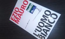 """""""L'uomo bianco"""", il nuovo libro di Ezio Mauro: da Macerata per raccontare la deriva razzista dell'Italia"""