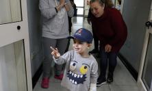 Macerata, il questore Pignataro in visita al reparto di pediatria dell'ospedale (FOTO E VIDEO)