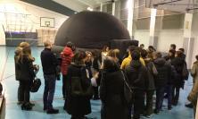 """Grande successo per il planetario digitale all'ITE Gentili: tanti studenti alla """"scuola aperta"""""""