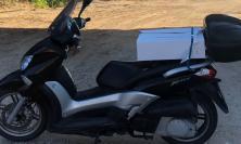 Porto Potenza Picena, parcheggia lo scooter fuori dal ristorante: all'uscita trova una bici