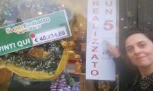 """SuperEnalatto, La Dea bendata bacia Macerata: vinti 40 mila euro al bar """"La Preferita"""""""