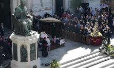 Visita del Papa a Loreto: una moltitudine di gente ad accoglierlo, rispettato il programma a mezzogiorno l'Angelus (FOTO)