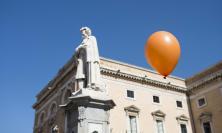 Giornata mondiale della poesia: in più di di mille a Recanati per festeggiare L'Infinito di Giacomo Leopardi