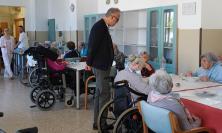 Civitanova, Ciarapica visita l'Ospedale e Villa Letizia per gli auguri pasquali (FOTO)