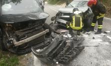 Scontro tra due auto lungo la provinciale 45: tre feriti, uno trasportato a Torrette (FOTO E VIDEO)