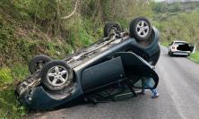 Castelraimondo, carambola lungo la provinciale 22: paura per il conducente dell'auto
