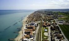 L'unione fa la forza: Porto Recanati è+,commercianti e balneari donano 20mila mascherine alla città