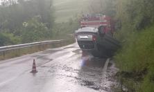 Tolentino, momenti di paura: ragazza perde il controllo della propria auto in curva (FOTO)