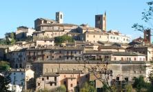 Sarnano, i segreti del borgo svelati in un'audioguida: presentati due tour a portata di App