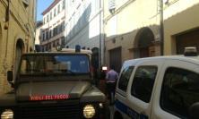 Macerata, incendio in un'abitazione in via Crescimbeni: paura per mamma e 3 bambini (FOTO)
