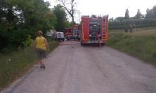 Corridonia, a fuoco delle sterpaglie nella frazione di Colbuccaro: intervengono i Vigili del Fuoco (FOTO)