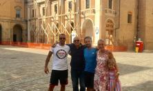 In cammino per sensibilizzare sulla sclerosi multipla: Marco Togni fa tappa a Camerino