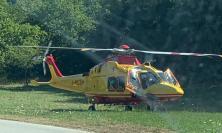 Castelraimondo, scontro tra auto e bici: ragazzo trasportato a Torrette in eliambulanza