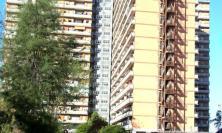 """""""Coloriamo l'Hotel House con 1 euro"""": al via la raccolta fondi per la realizzazione di un murale sul palazzone di Porto Recanati"""
