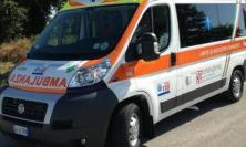 Civitanova, finisce con l'auto contro un palo: ragazza al Pronto Soccorso