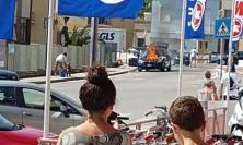 Paura a Porto Sant'Elpidio, auto prende fuoco: mamma e bimbo riescono a salvarsi (FOTO e VIDEO)