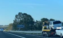 Civitanova, perde il controllo dell'auto e sbanda: incidente in A14