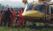 Cingoli, finiscono a terra con la moto: una giovane trasportata a Torrette in eliambulanza
