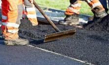 Recanati, asfaltatura in via Cossio e marciapiede a Sambucheto: al via i lavori