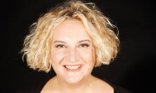 """Un Aperitivo Cabaret tutto al femminile: Maria Pia Timo in """"Doppio Brodo Show"""" al Politeama di Tolentino"""