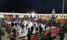 Pista di ghiaccio, casa di Babbo Natale e accensione dell'albero: pienone a Camerino (FOTO)