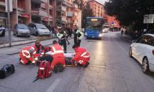 Macerata, ragazzo investito dall'autobus in Via Roma: trasportato a Torrette (FOTO)
