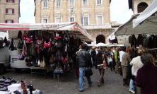 Macerata, tornano bancarelle e bus urbano in piazza della Libertà