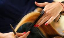 Civitanova, parrucchieria del centro beccata in attività: multa a titolare e cliente