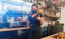 Civitanova - Ordina un caffè, lo paga con 50 euro e non vuole il resto: la bella storia della fase 2 al Bar Stella