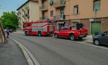 Macerata, allarme in via Maffeo Pantaleoni: principio di incendio in un seminterrato (FOTO)