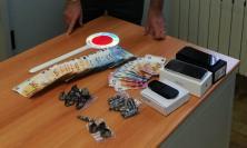 Porto Recanati, il cane antidroga scova un etto di cocaina nel cruscotto: arrestato pusher
