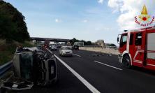 Civitanova, tremendo schianto tra tre auto lungo l'A14: miracolosamente illesi gli occupanti